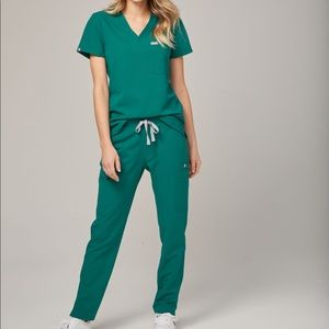 FIGS SCRUBS // hunter green technical scrubs